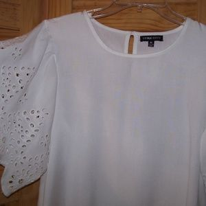 STYLE ENVY 100% Rayon White Wide Sleeve  Top Med